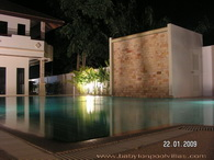 Babylon Pool Villas - la piscina alla sera
